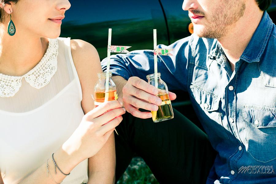 photo love session engagement couple amoureux pic-nique voiture anglaise so british vert pomme coeur fraise jean bordeaux gironde by modaliza photographe-12