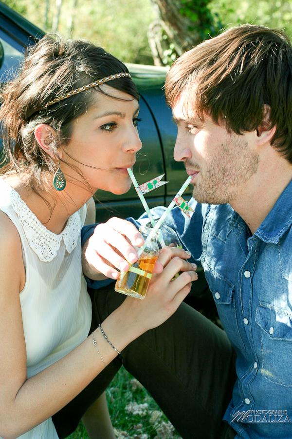 photo love session engagement couple amoureux pic-nique voiture anglaise so british vert pomme coeur fraise jean bordeaux gironde by modaliza photographe-13