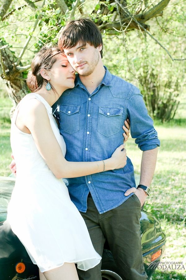 photo love session engagement couple amoureux pic-nique voiture anglaise so british vert pomme coeur fraise jean bordeaux gironde by modaliza photographe-17