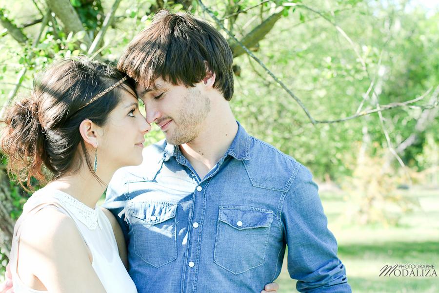photo love session engagement couple amoureux pic-nique voiture anglaise so british vert pomme coeur fraise jean bordeaux gironde by modaliza photographe-19