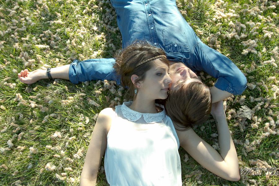 photo love session engagement couple amoureux pic-nique voiture anglaise so british vert pomme coeur fraise jean bordeaux gironde by modaliza photographe-30