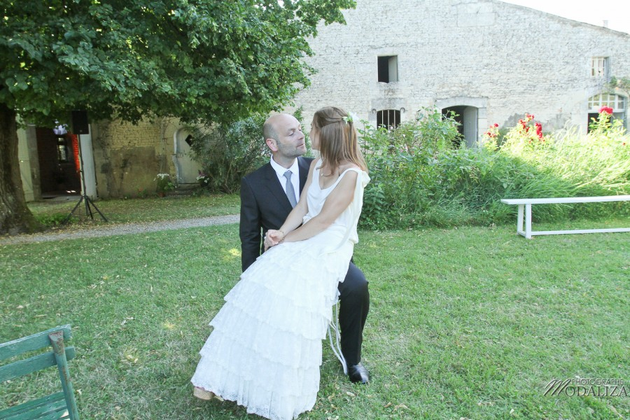 photo mariage couple mariés maison parc sous arbres gironde by modaliza photographe-3