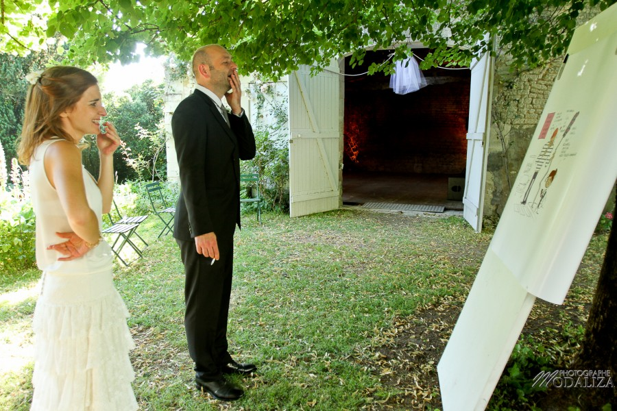 photo mariage témoins surprise caricature maison parc sous arbres gironde by modaliza photographe-22