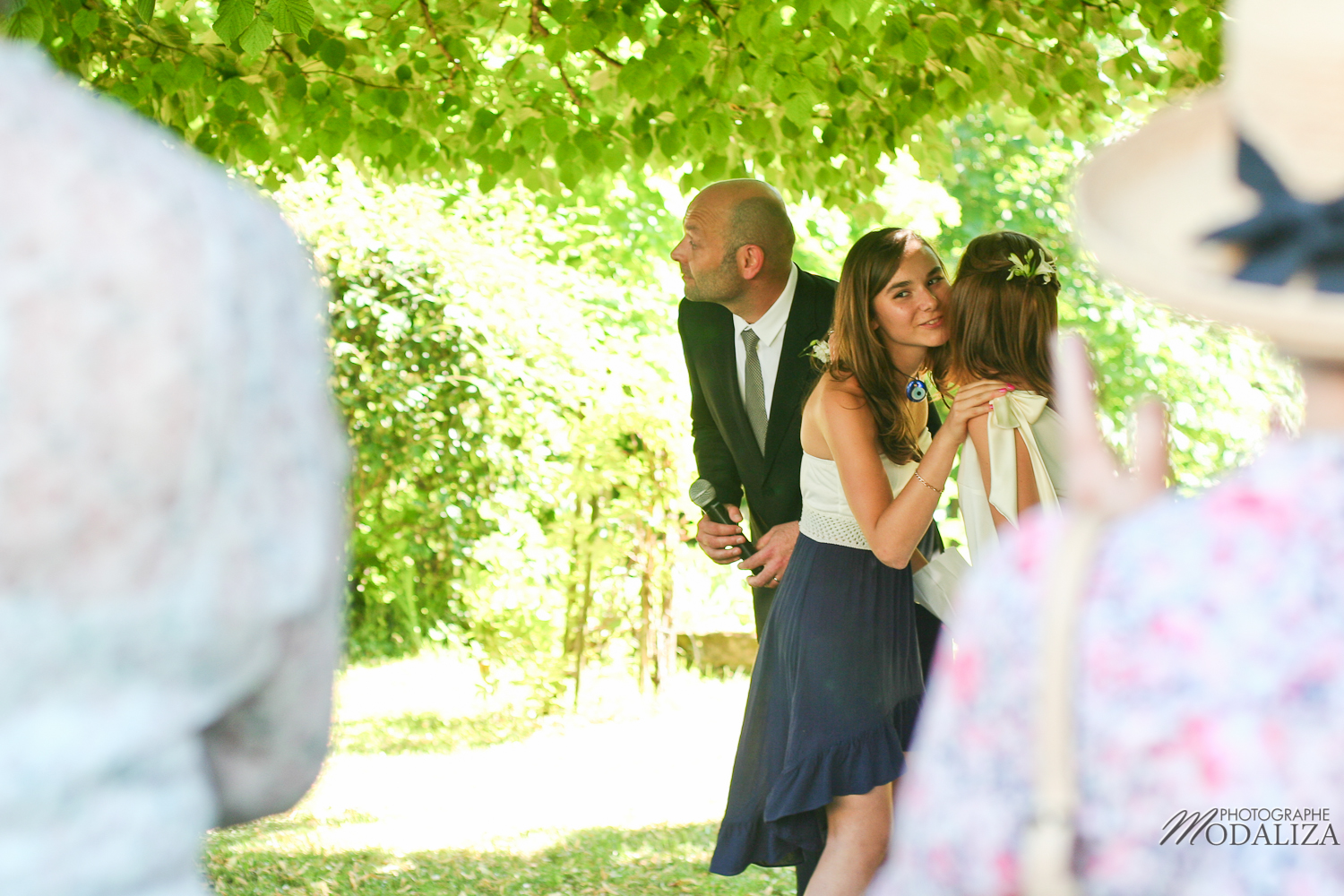 photo mariage temps spirituel ceremonie laique parc sous arbre by modaliza photographe-38