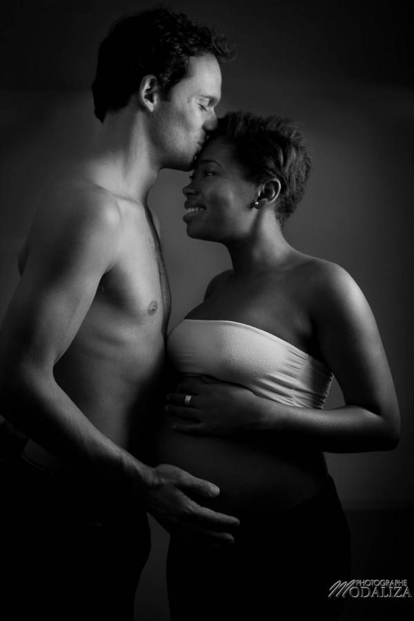 photo femme enceinte grossesse pregnancy futurs parents mixte black and white by modaliza photographe-4