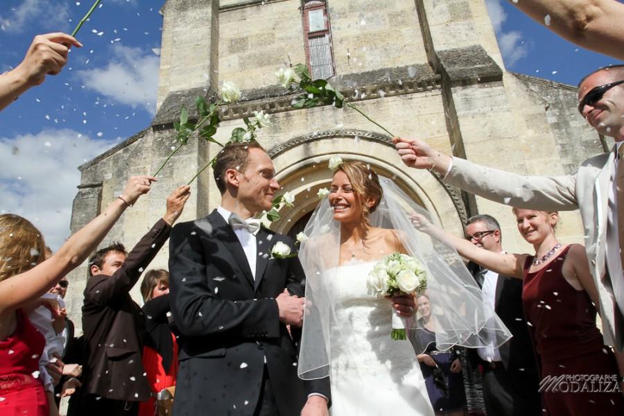 photo mariage religieux sortie eglise cadaujac gironde robe traine dentelle by modaliza-5