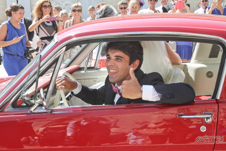 photo mariage sortie eglise st julien beychevelle bordeaux ford mustang by modaliza photographe-10