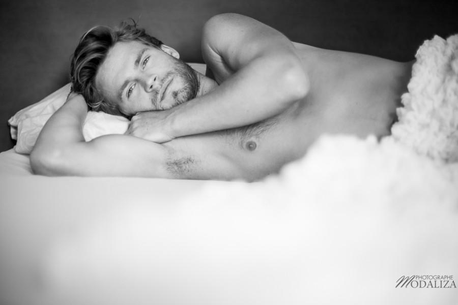 photo portrait fashion man lingerie torse nu mannequin homme blond sexy lifestyle by modaliza photographe-13