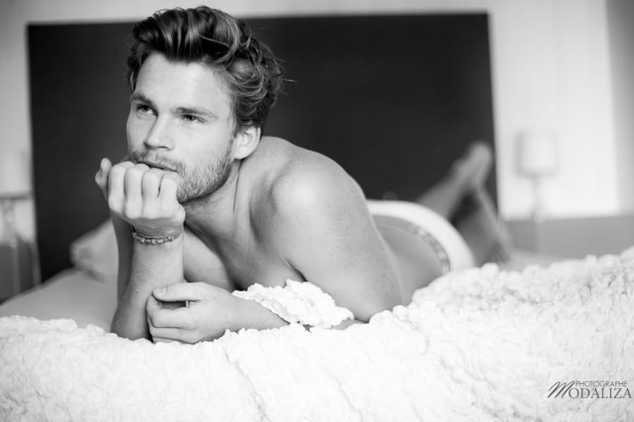 photo portrait fashion man lingerie torse nu mannequin homme blond sexy lifestyle by modaliza photographe-20