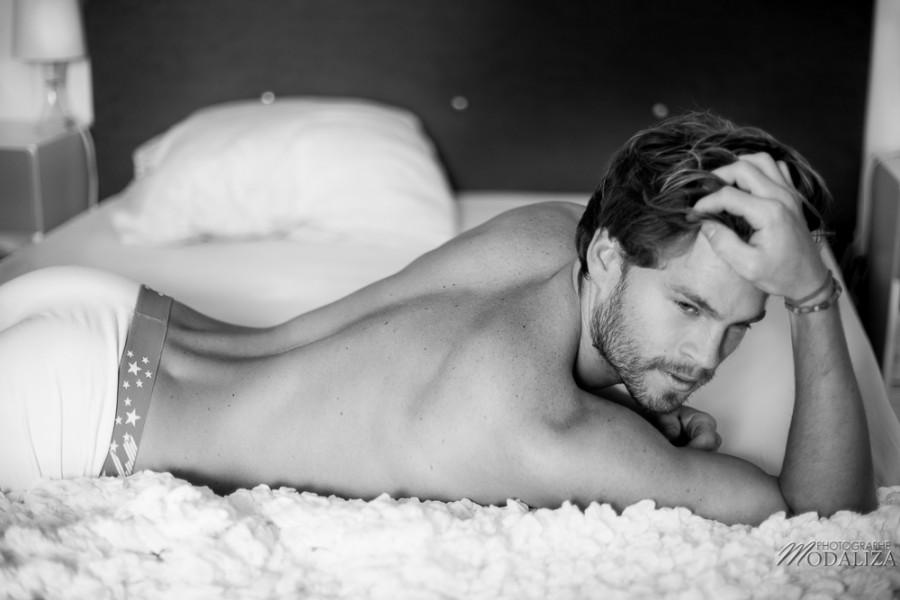 photo portrait fashion man lingerie torse nu mannequin homme blond sexy lifestyle by modaliza photographe-30