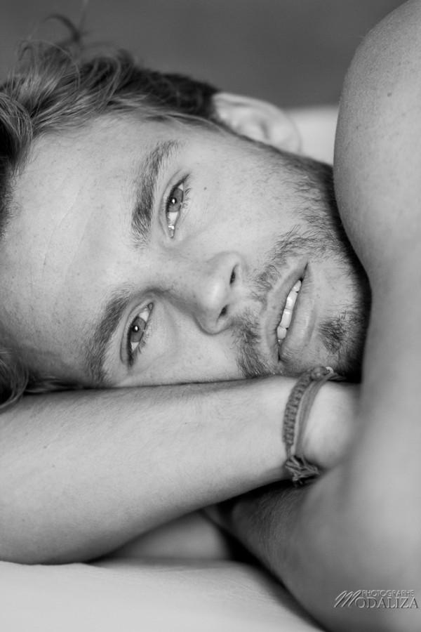 photo portrait fashion man lingerie torse nu mannequin homme blond sexy lifestyle by modaliza photographe-66