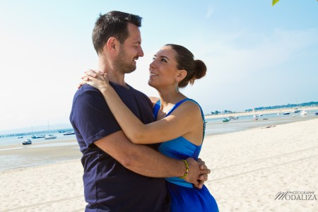 photo love session couple lovers france cap ferret basin arcachon gironde plage blue sky by modaliza photographe
