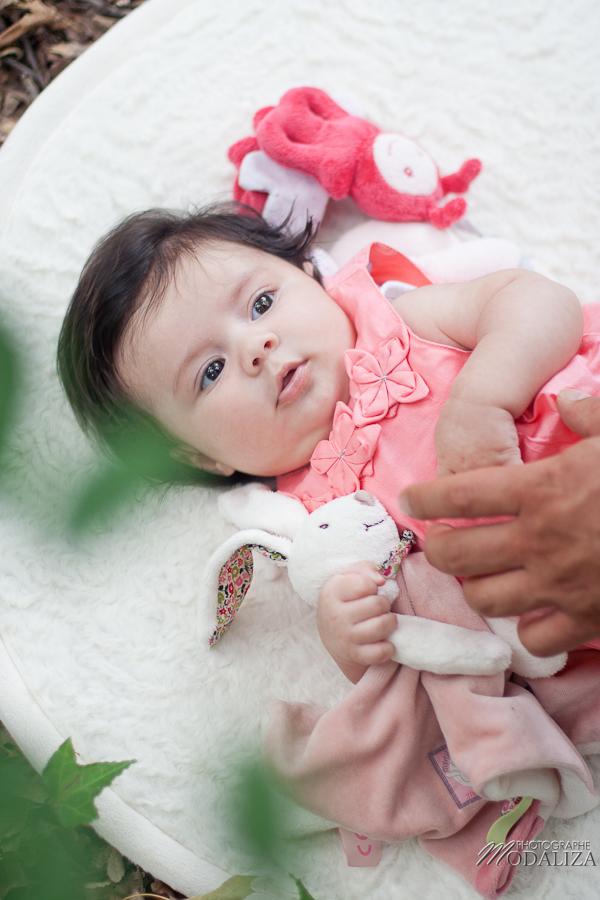 photo baby girl bébé fille naissance famille extérieur campagne chic foret love session couple parents gironde aquitaine bordeaux by modaliza photographe-10