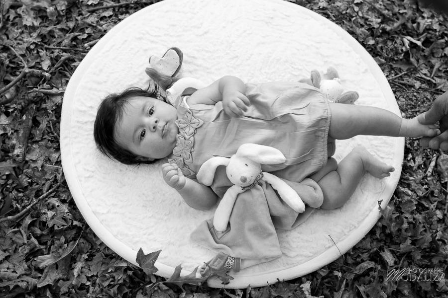 photo baby girl bébé fille naissance famille extérieur campagne chic foret love session couple parents gironde aquitaine bordeaux by modaliza photographe-54