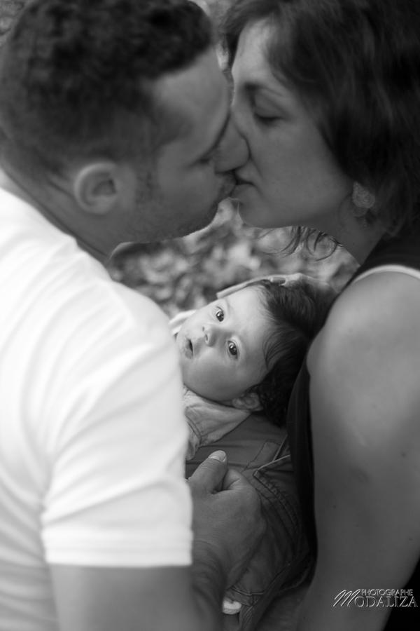 photo baby girl bébé fille naissance famille extérieur campagne chic foret love session couple parents gironde aquitaine bordeaux by modaliza photographe-57