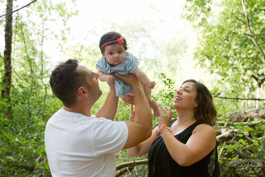 photo baby girl bébé fille naissance famille extérieur campagne chic foret love session couple parents gironde aquitaine bordeaux by modaliza photographe-66