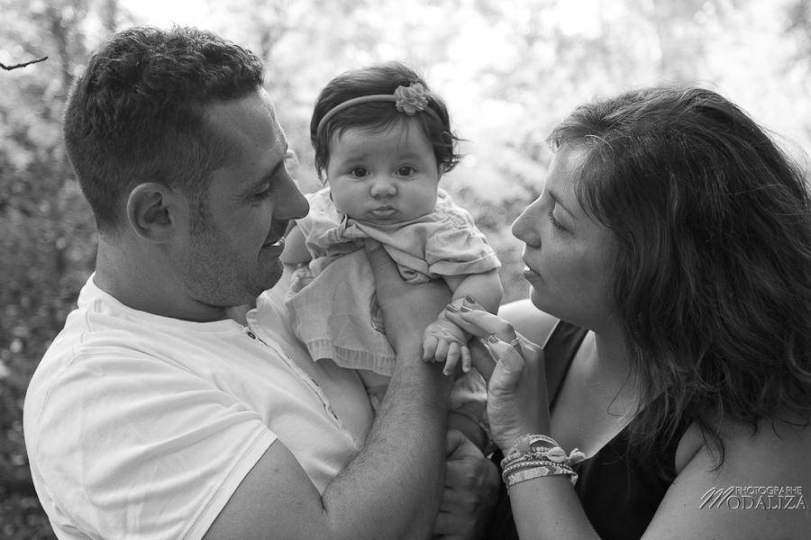 photo baby girl bébé fille naissance famille extérieur campagne chic foret love session couple parents gironde aquitaine bordeaux by modaliza photographe-68