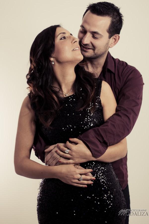 photo couple studio love noel rouge christmas engagement bordeaux gironde by modaliza photographe-1