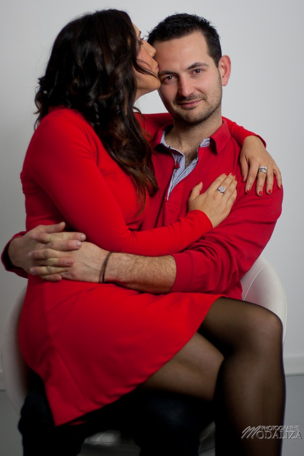 photo couple studio love noel rouge christmas engagement bordeaux gironde by modaliza photographe-13