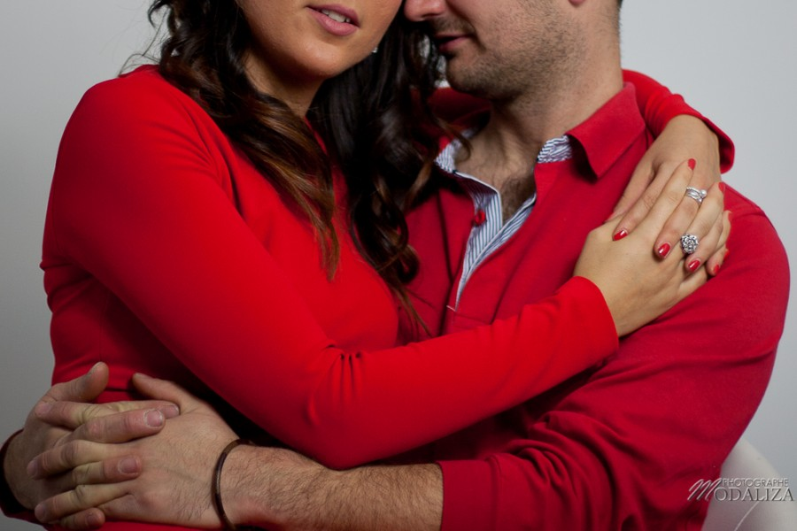 photo couple studio love noel rouge christmas engagement bordeaux gironde by modaliza photographe-17-2
