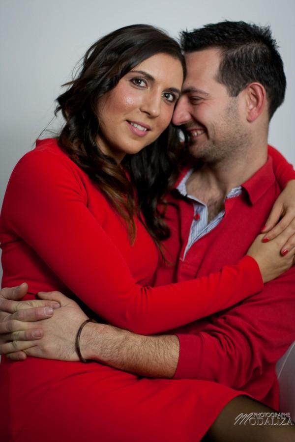 photo couple studio love noel rouge christmas engagement idee cadeau bordeaux gironde by modaliza photographe-18