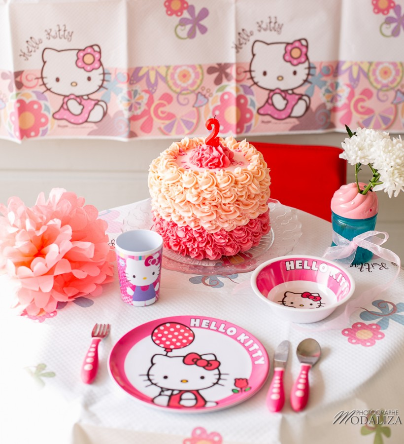 photo girl baby cake smash happy birthday 2 year old anniversaire bébé 2 ans petite fille hello kitty gateau rose pink bordeaux gironde aquitaine by modaliza photographe-3