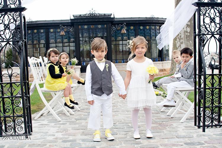 photo cérémonie enfants mariage jaune amour d'enfance little wedding yellow bordeaux chateau pape clement by modaliza -6176