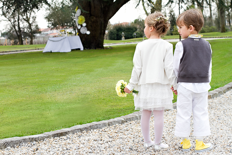photo cérémonie enfants mariage jaune amour d'enfance little wedding yellow bordeaux chateau pape clement by modaliza -6252