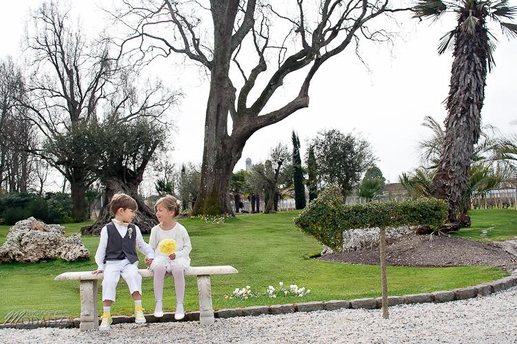 photo cérémonie enfants mariage jaune amour d'enfance little wedding yellow bordeaux chateau pape clement by modaliza -6253