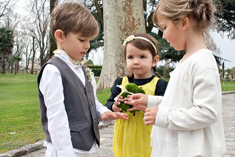 photo cérémonie enfants mariage jaune amour d'enfance little wedding yellow bordeaux chateau pape clement by modaliza -6377