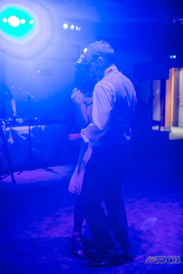 photo reportage mariage chateau hotel le stelsia ceremonie laique ruban multicolore ribbon bride groom maries original wedding fun castle st sylvestre lot et garonne by modaliza photographe-0092