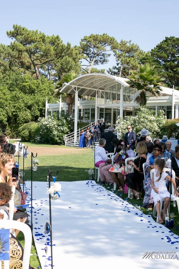 photo reportage mariage mixte tir au vol ceremonie laique bleu bride groom black and white maries wedding blue andernos gironde by modaliza photographe-0394