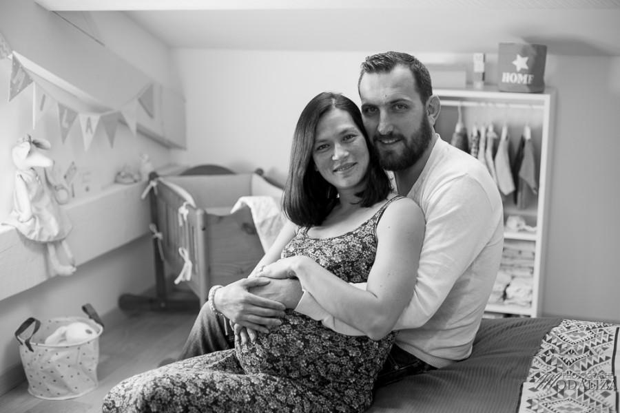 photo mum to be enceinte futurs parents home bedroom lifestyle pregnancy pink france bordeaux by modaliza photographe-9418