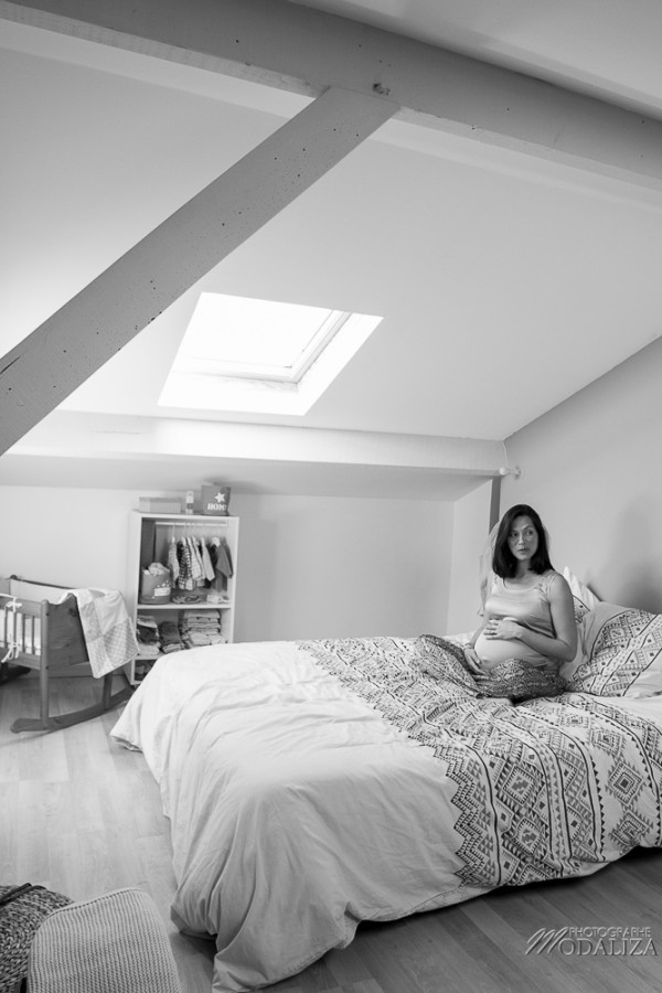 photo mum to be enceinte soeur sister little girl bed home lifestyle pregnancy family france bordeaux by modaliza photographe-9269