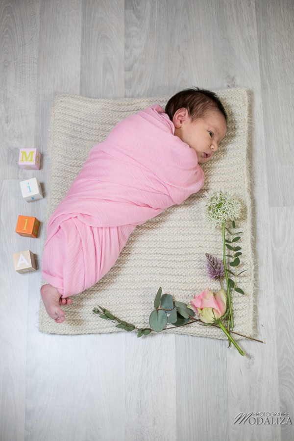 photo seance bebe fille shooting newborn baby girl fleurs rose bordeaux by modaliza photographe-2857