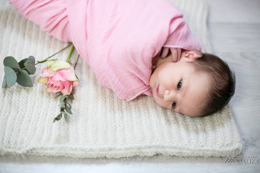 photo seance bebe fille shooting newborn baby girl fleurs rose bordeaux by modaliza photographe-2896