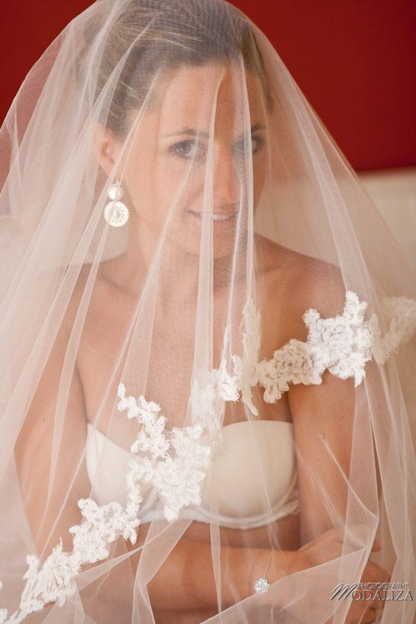 photo mariage préparatifs maquillage habillage boudoir robe mariée dentelle chateau grattequina bordeaux by modaliza photographe-32