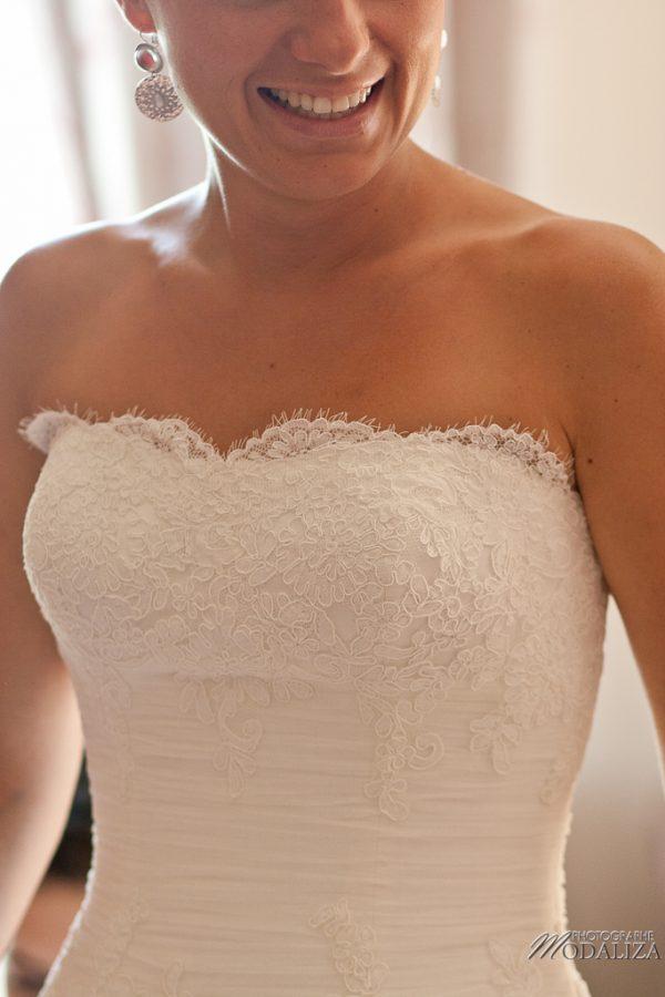 photo mariage préparatifs maquillage habillage boudoir robe mariée dentelle chateau grattequina bordeaux by modaliza photographe-46