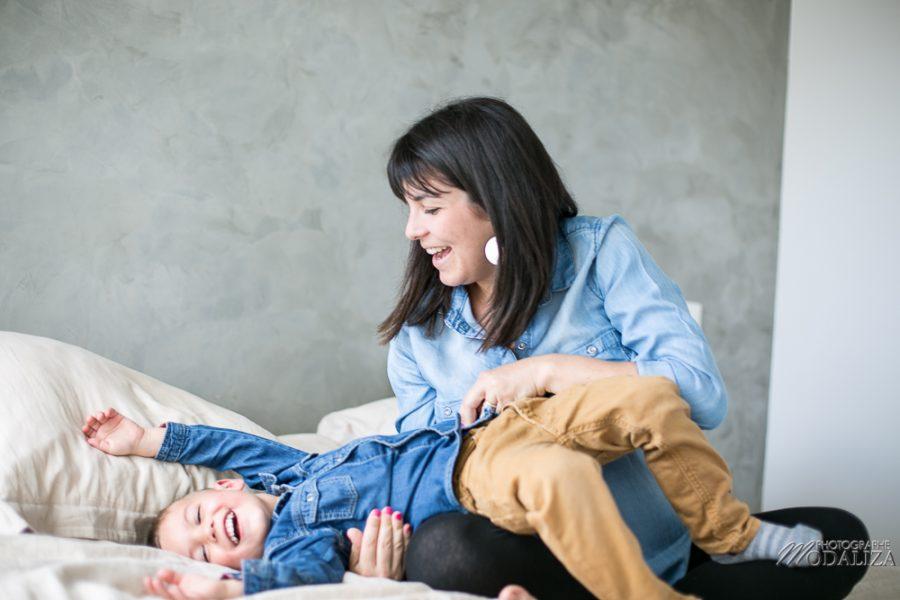 photo-famille-grossesse-lifestyle-pregnant-cocoon-jean-bed-bedroom-preganncy-boudoir-frere-bordeaux-by-modaliza-photographe-0130