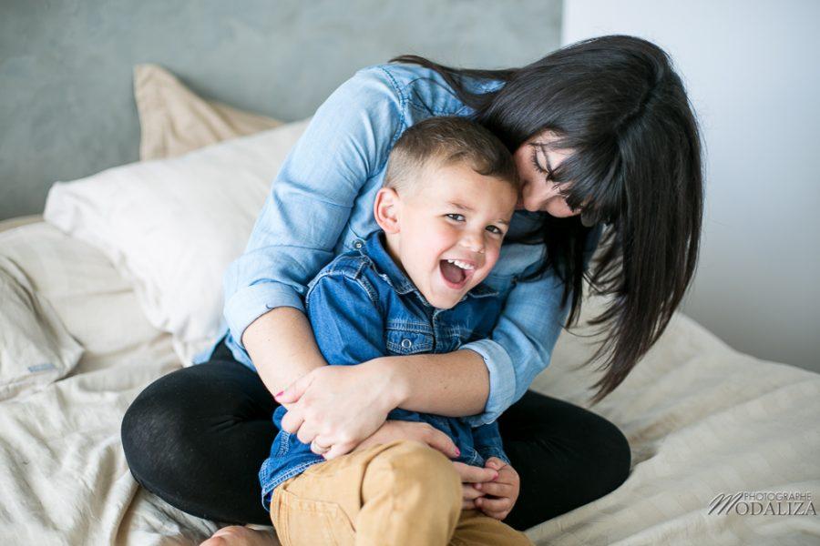 photo-famille-grossesse-lifestyle-pregnant-cocoon-jean-bed-bedroom-preganncy-boudoir-frere-bordeaux-by-modaliza-photographe-0152