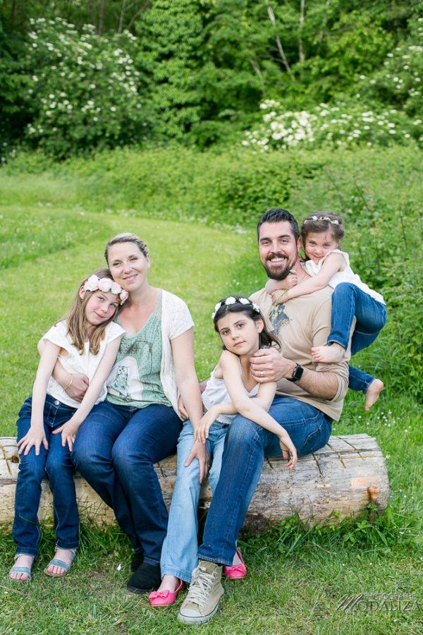 photo-famille-girls-groupe-filles-cousines-soeurs-sisters-family-boheme-parc-green-garden-jardin-bordeaux-by-modaliza-photographe-4115