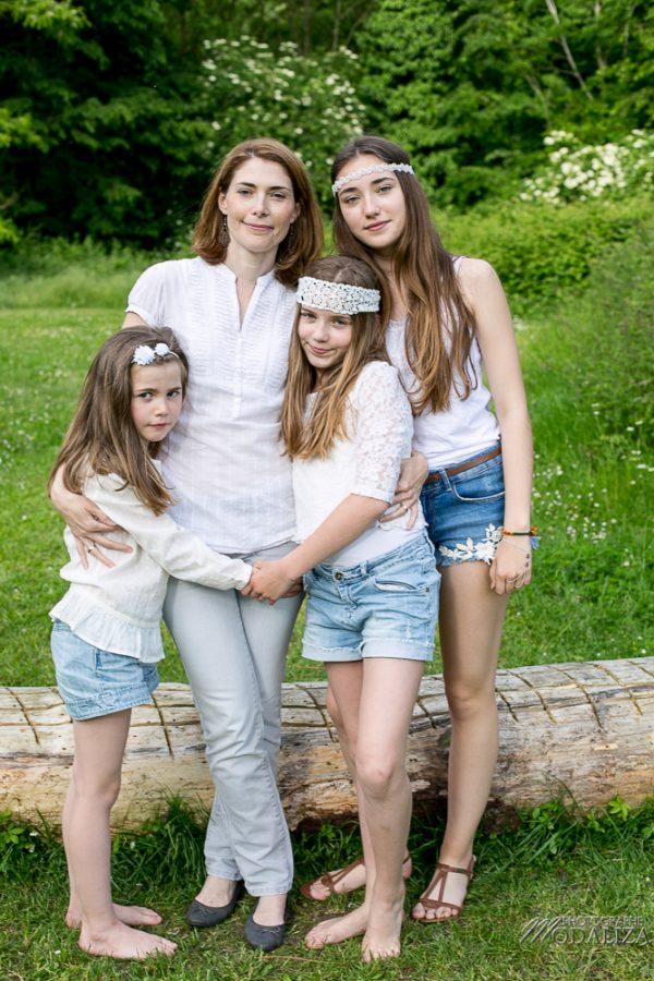 photo-famille-girls-groupe-filles-cousines-soeurs-sisters-family-boheme-parc-green-garden-jardin-bordeaux-by-modaliza-photographe-4157