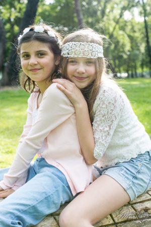 photo-famille-girls-groupe-filles-cousines-soeurs-sisters-family-boheme-parc-green-garden-jardin-bordeaux-by-modaliza-photographe-4187