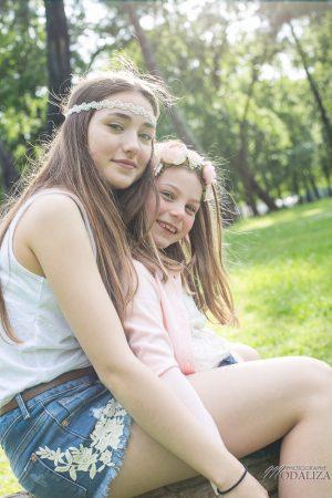 photo-famille-girls-groupe-filles-cousines-soeurs-sisters-family-boheme-parc-green-garden-jardin-bordeaux-by-modaliza-photographe-4189