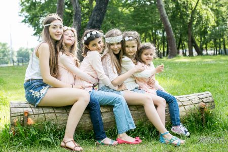 photographe famille girls groupe filles cousines sœurs sisters family boheme parc green garden jardin bordeaux by modaliza photo-4194