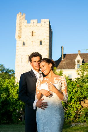 photo couple mariage wedding robe dentelle sunset gold hour chateau grignols domaine dame blanche gironde by modaliza photographe-16-2
