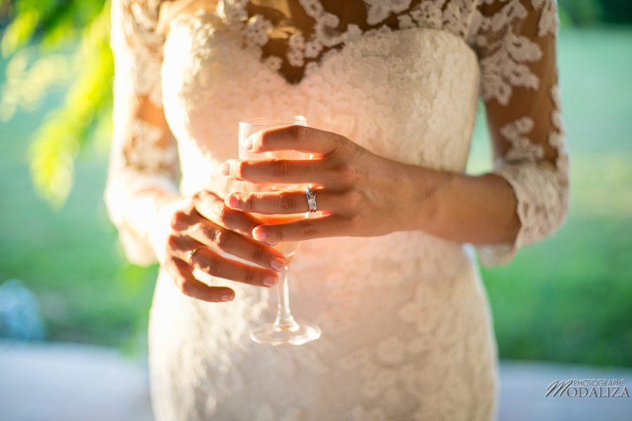 photo couple mariage wedding robe dentelle sunset gold hour chateau grignols domaine dame blanche gironde by modaliza photographe-26