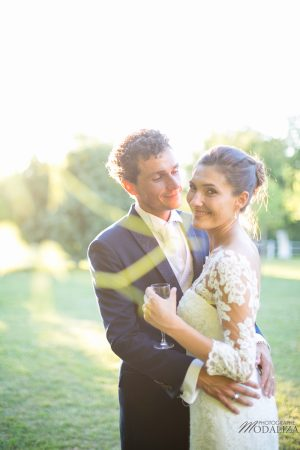 photo couple mariage wedding robe dentelle sunset gold hour chateau grignols domaine dame blanche gironde by modaliza photographe-5