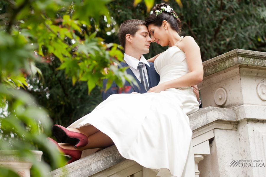 photo couple love session trash the dress mariés in Paris romantique parc monceau by modaliza photographe-85-2