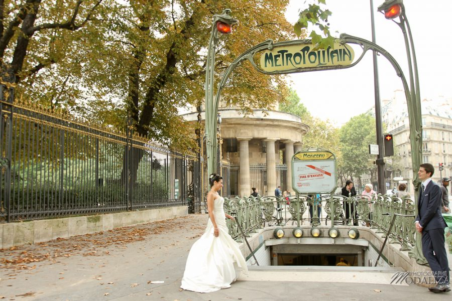photo couple love session trash the dress mariés in Paris romantique parc monceau metro by modaliza photographe-97